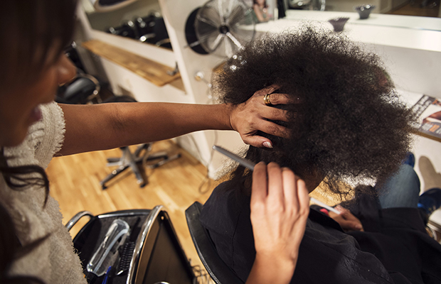 frisör lockigt hår göteborg