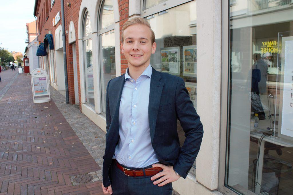 Rasmus Persson, mäklare