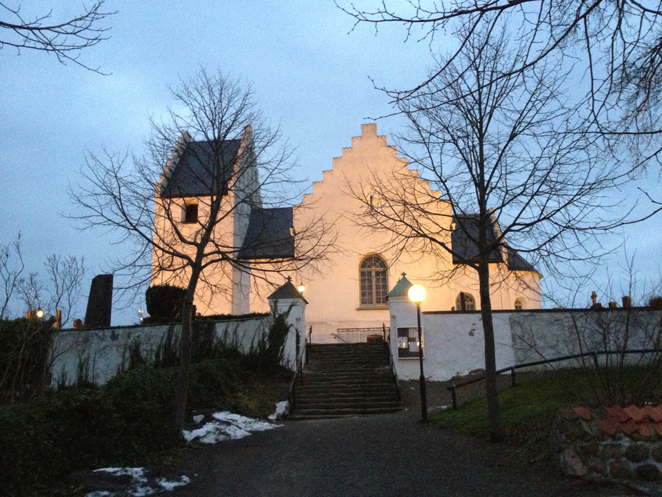 Skivarps kyrka med anor från 1150-talet.