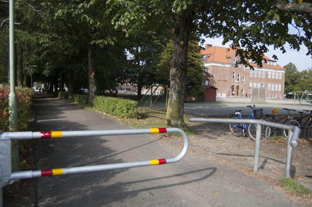 Cykelvägen mellan Rutger- och Mackleanskolan är öppen för allmänheten att använda.