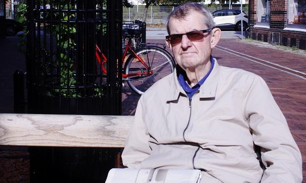Jan Segerström, 77 år, bor i lägenhet