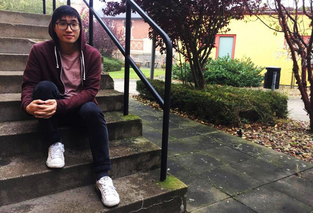 """I morgon är första gången Long Nguyens skriver högskoleprovet. """"Jag gjorde ett gammalt prov för att försöka sätta nog in i atmosfären"""" berättar han."""