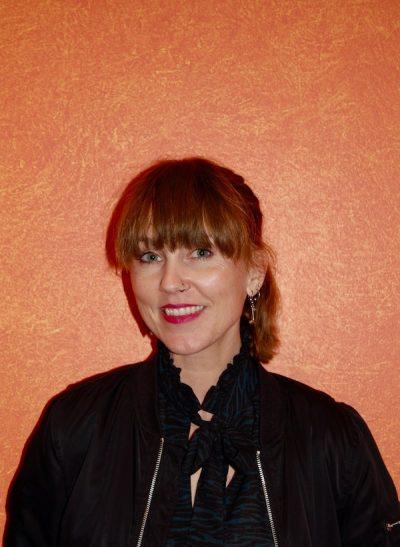 Finlandsvenska Sonja Skibdahl är lärare och sångerska i bandet Sorgenfri.