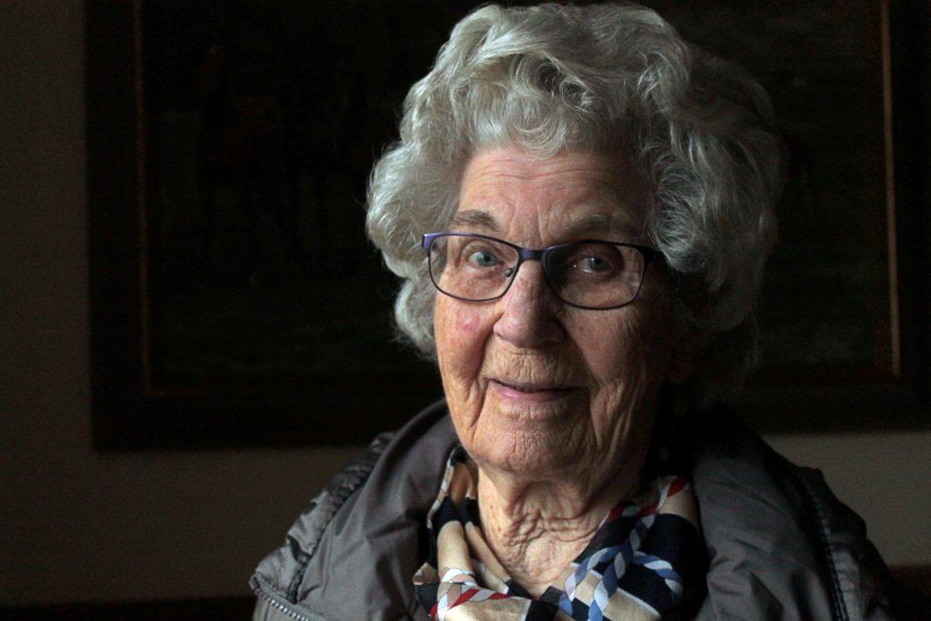 Elvira Svensson, född 1919, lärde sig att laga lite finare bjudmat under en kurs på Skurups Folkhögskola på 30-talet.