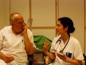 Specialistläkare Per Olsson och ST läkare Ban Shakri diskuterar bästa sättet att ta hand om en patient med diffusa symtom.