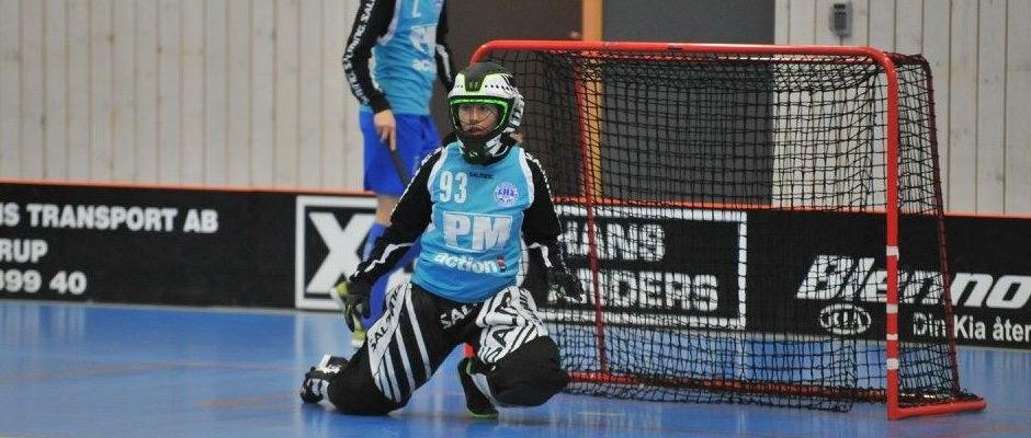 Frida Rasmusson var skakig i första perioden av lördagens match, men slutade som matchens lirare.
