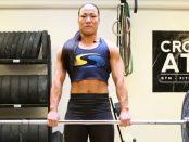 Jenny Alfredsson, känd som Kitsune från Gladiatorerna, tränar marklyft som är en gren inom styrkelyft.