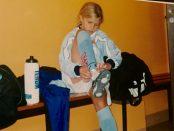 Anni Tjebbes, nio år, inför sin debut i Malmö FF.