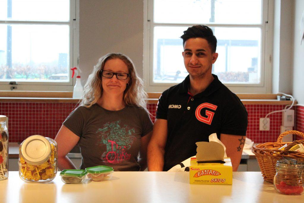 Jenni Gröneng och Mohammed Haydar har arbetat som fritidsledare på Gummifabriken i fem respektive två år. I år har de satsat stort på sportlovet.