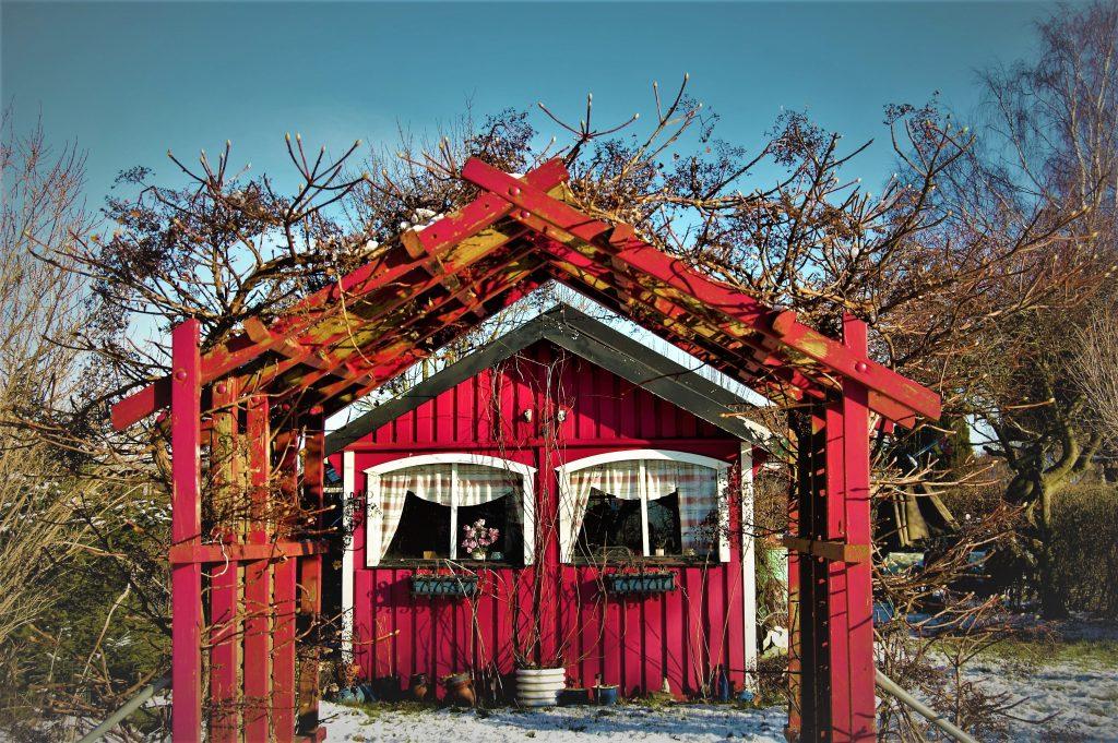 Rött hus i vinterlandskap (2)