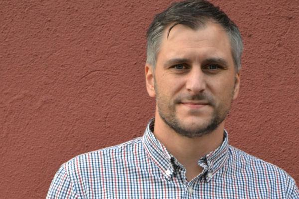 Magnus Alm (S) är kritisk till hur kommunfullmäktiges möten har genomförts.