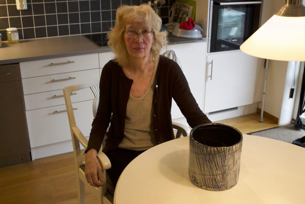 Mait Nilsson, 72, med ett av av sina alster.