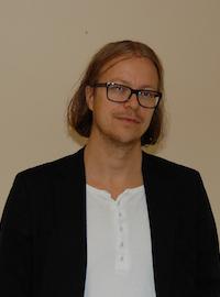 Skrivarlinjens linjeledare Niklas Åkesson tycker att utbildningen kan bli bättre på att informera på skolor.