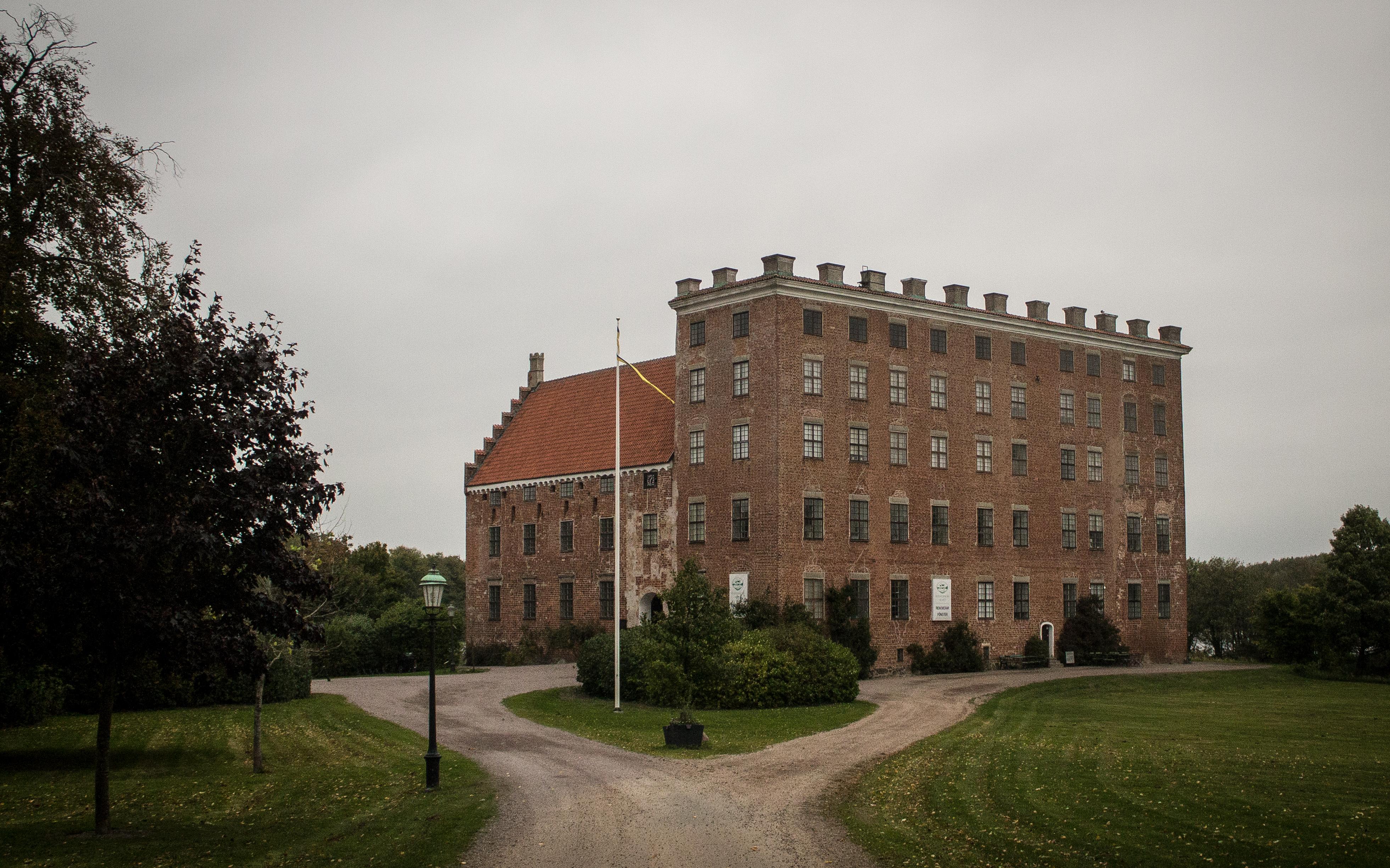 Det är inte bara det gamla som genomsyrar slottet, i år hölls tennisturneringen Svaneholm Open som lockade fler än 6000 besökare. FOTO: Ludvig Samuelsson