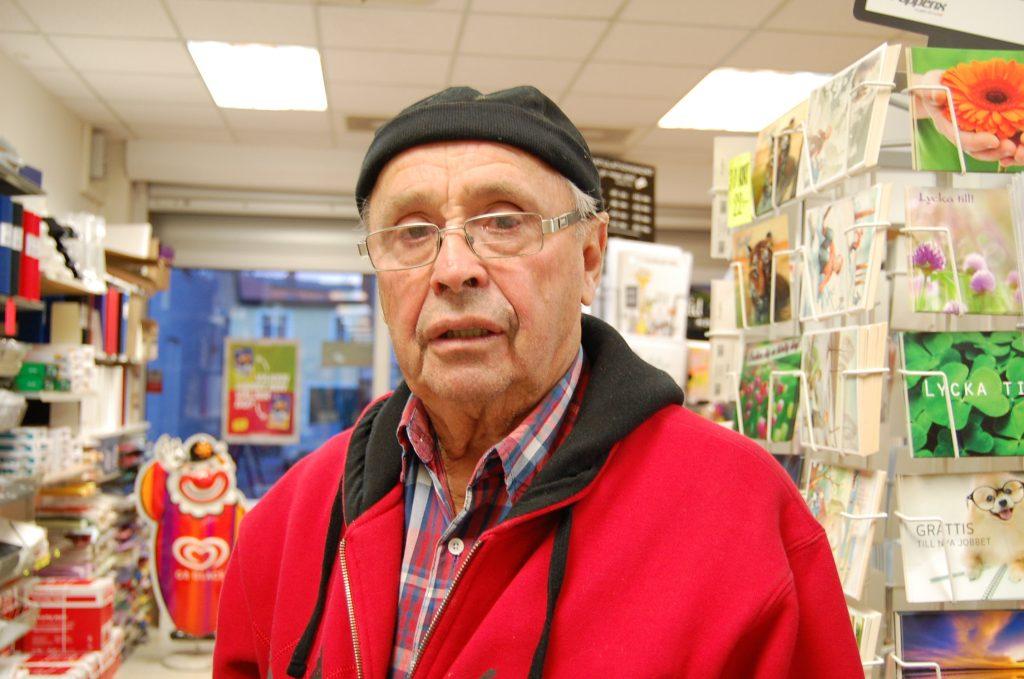 Namn: Dan Persson Ålder: 85 Det är inte bra. Man tror inte att det finns sådana här i Skurup. Jag tror inte at de bor här. Jag har bott här i 85 år och aldrig sett eller hört att det har hänt.