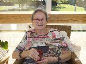 Flory Nilsson, 85, fortsätter att slappna av.