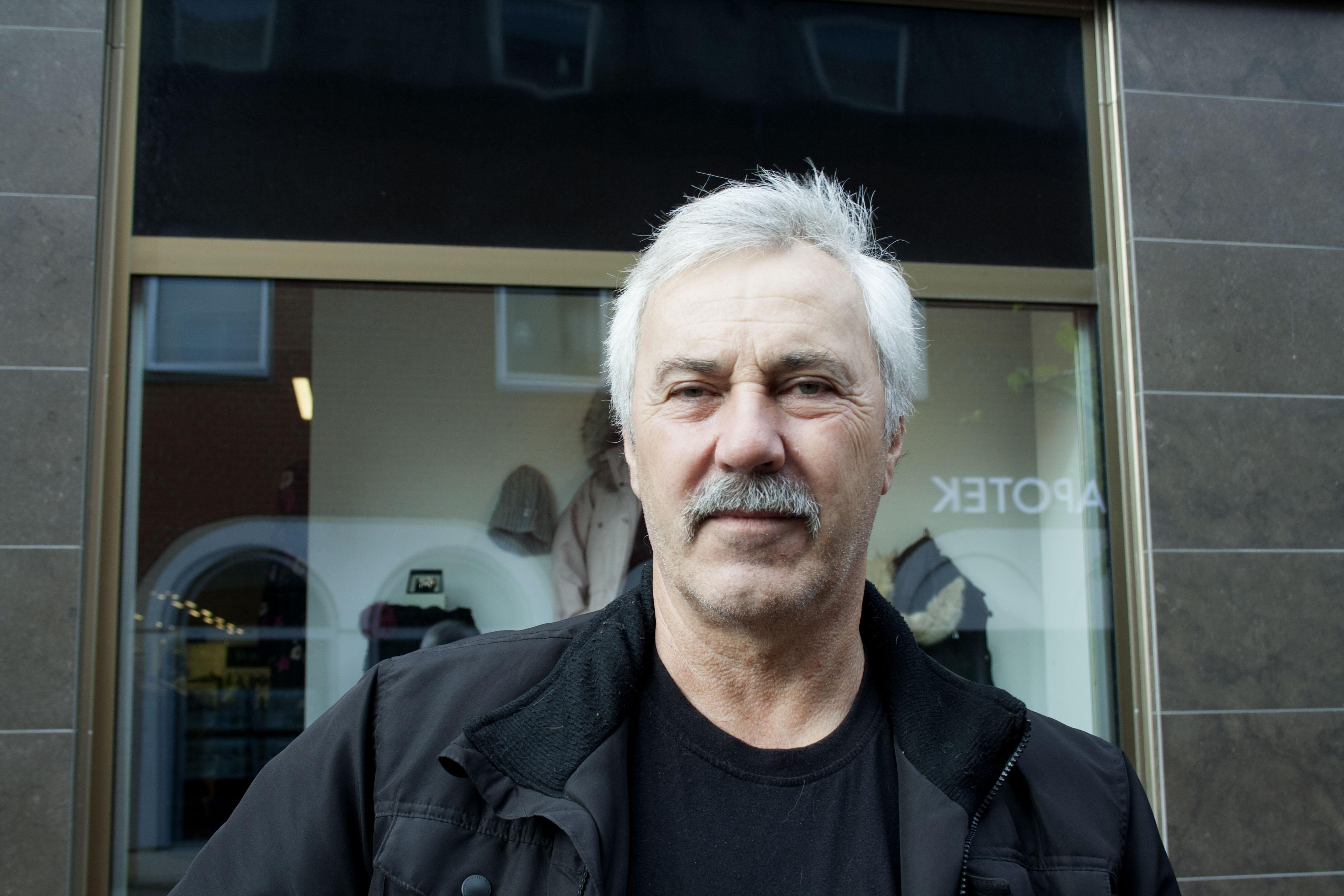 Namn: Alf Svensson Ålder: 63 – Centerpartiet, annars vet jag inte. Jag har varit bonde tidigare.