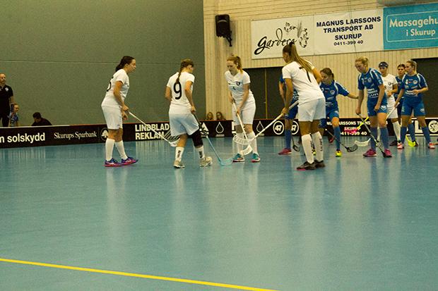 Munka-Ljungby ställer upp inför ett offensivt frislag.