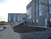 Personalen på Prästamosseskolan har tagit emot hotfulla telefonsamtal, mail och vykort kopplade till kommunens nya slöjförbud.