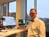 Joakim Palmkvist vid sitt skrivbord på Sydsvenskans redaktion i Malmö