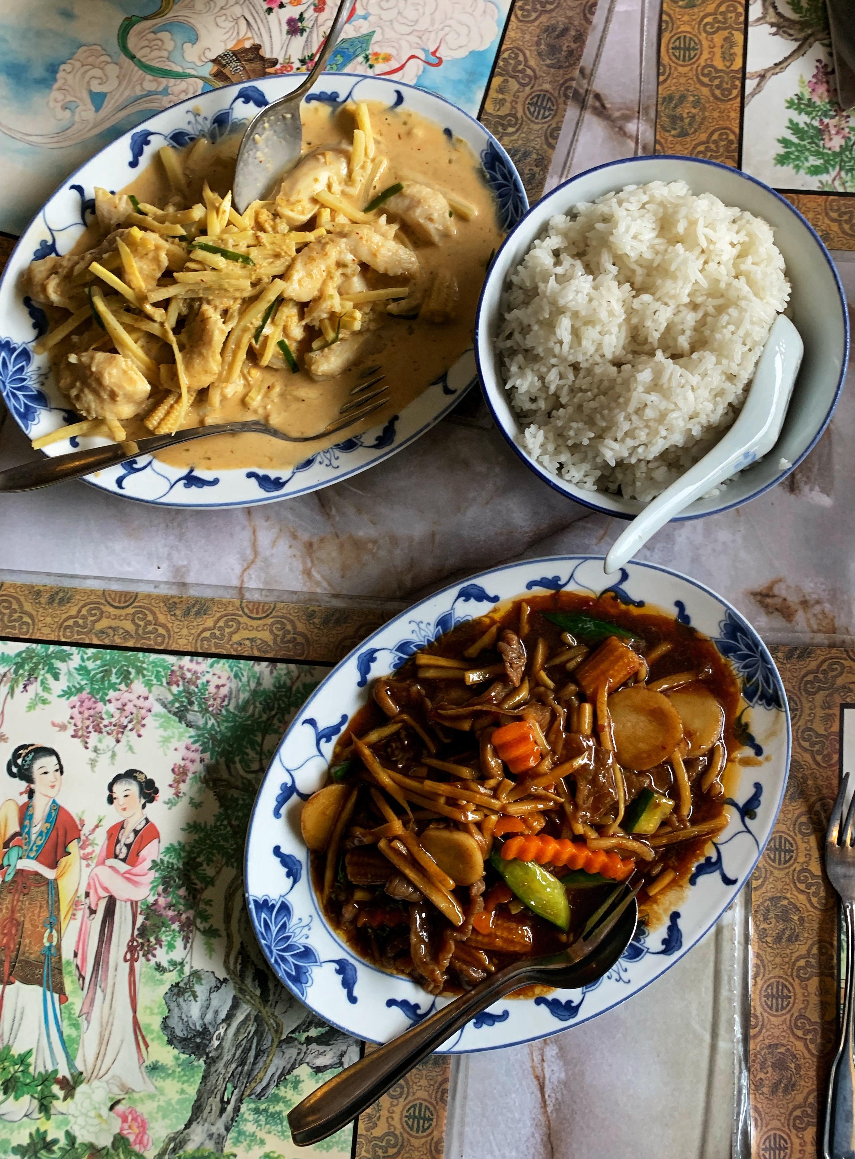 Mycket mat men lite ris.
