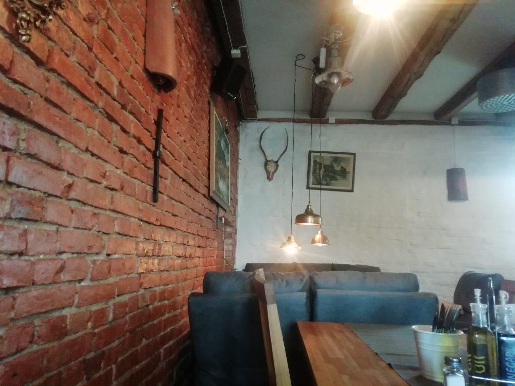 Matsalen hos Restaurang Sara påminner lite om westernfilmer