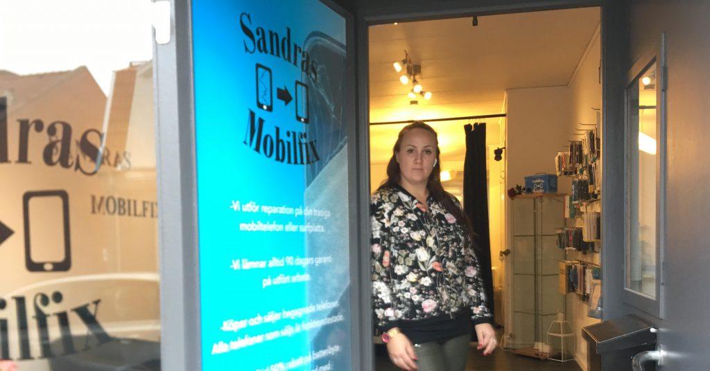 Sandra Nilsson är ägare till butiken Sandras mobilfix. Foto: Mattias Nilsson