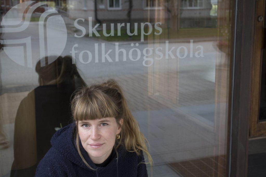 Elin Hörberg uppmanar alla i Skurup att delta i klimatmarschen med Skurups folkhögskola på fredag klockan 13.00