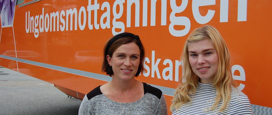Killar är underrepresenterade bland besökarna på den mobila enheten. Elina Sundberg (TV) & kollegan Karin Ulveklint (TH) jobbar på den mobila enheten.
