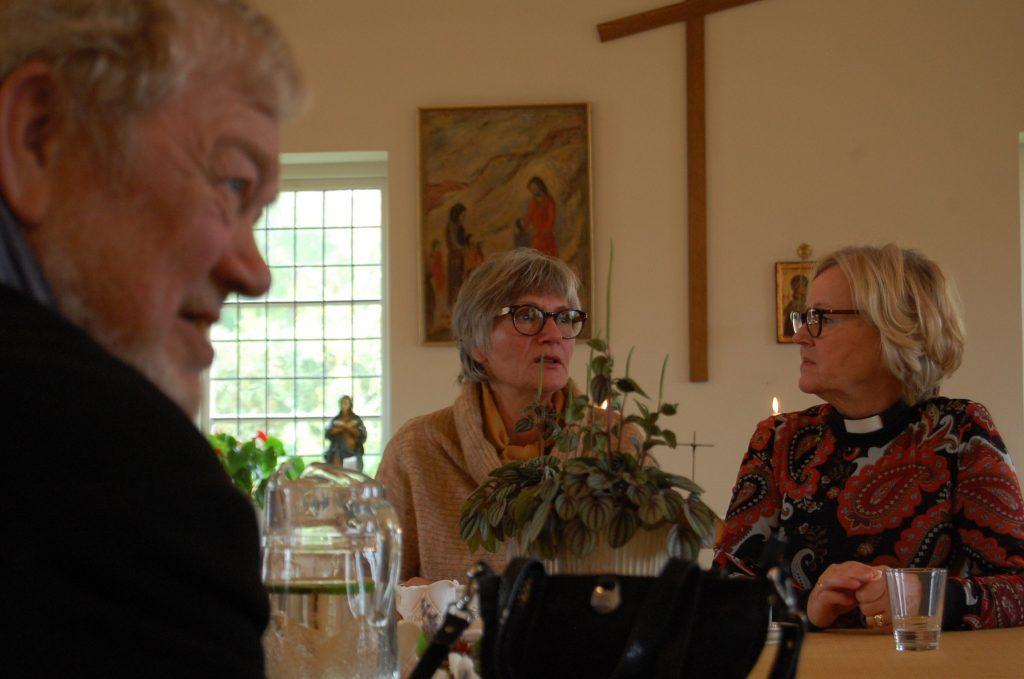 I samtal över en kopp soppa. Foto: Lenke Morath
