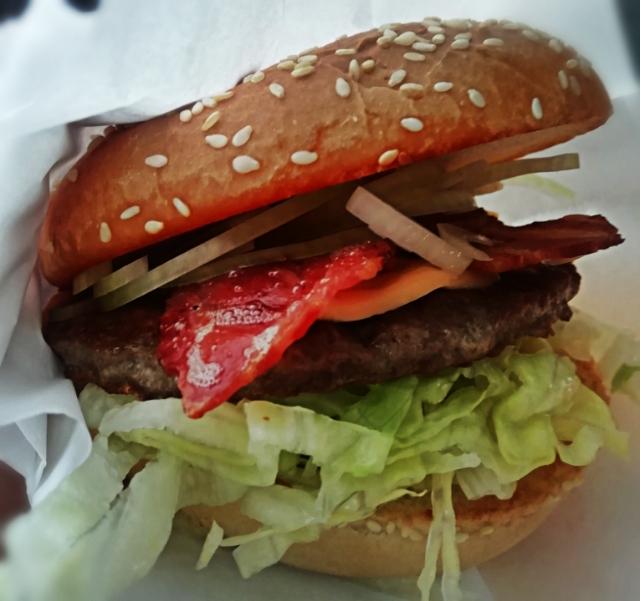 """Med mottot """"The best hamburgers in town"""" är det inte konstigt att Ljungs grill satsar mycket på sina burgare"""