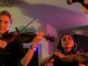 – Förra årets konsert blev jätteuppskattad, 150 personer stod i publiken, berättar Elin Högberg som är eventansvarig på Skurups folkhögskola. Foto: Arkivbild