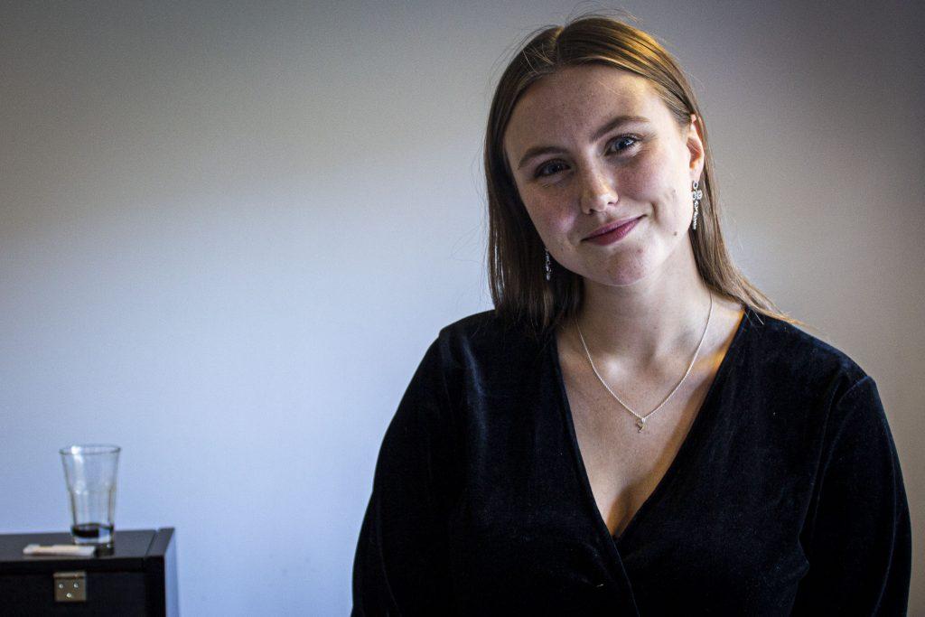 Isabel Berglund, 21 år, drömmer om att få sjunga på jazzklubbar och uppträda med duktiga musiker.