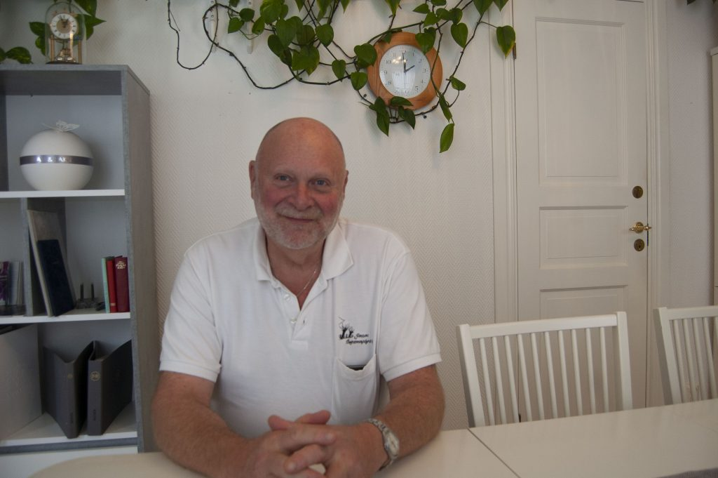 Mats Lindbäck har hand om ungefär 100 begravningar om året. Foto: Nina Davidsson
