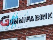 Gummifabriken anordnar öppet hus för att berätta om sitt arbete med kommunens ungdomar.