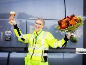 Mimmi Roslin älskar att köra lastbil. Det är naturen och att man får träffa människor som lockar. Foto: Evelina Carbon