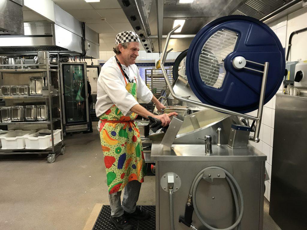 Kocken Pierre Stillström har varit delaktig i arbetet mot minskat matsvinn.