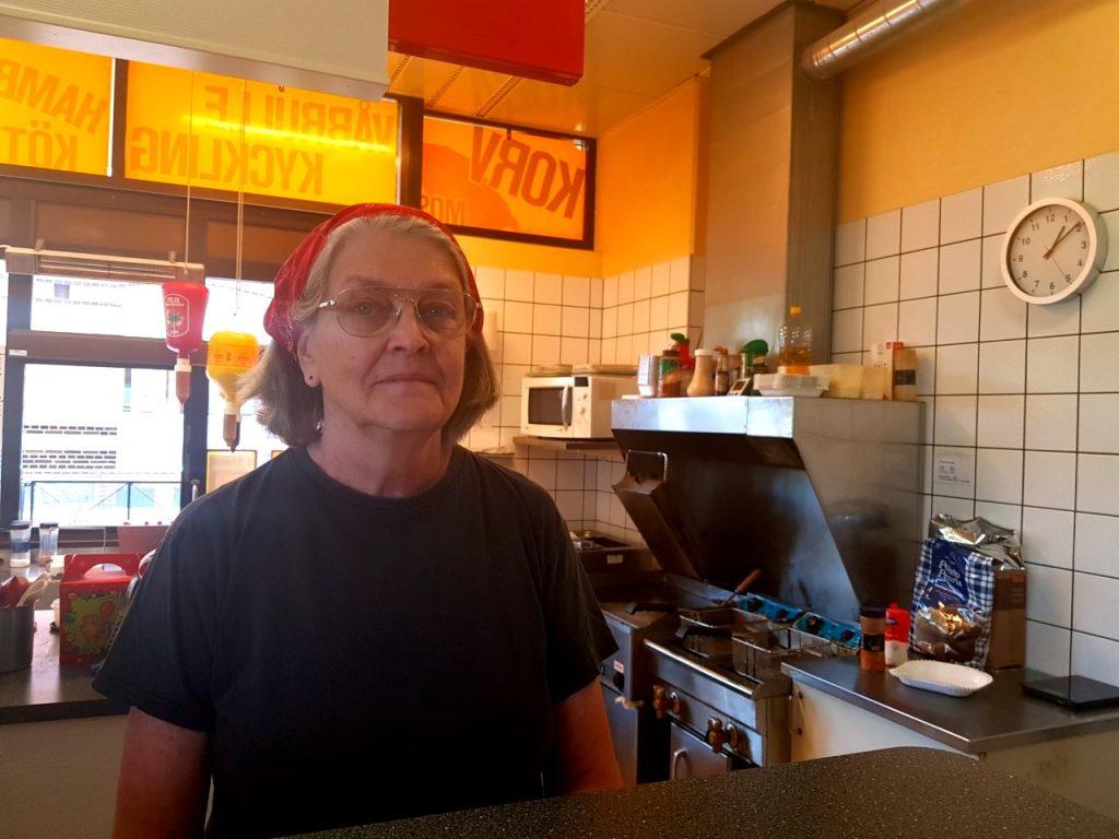Eva Darnert har jobbat på Skurups Gatukök i 21 år, och har dirit den själv de senaste 14 åren.