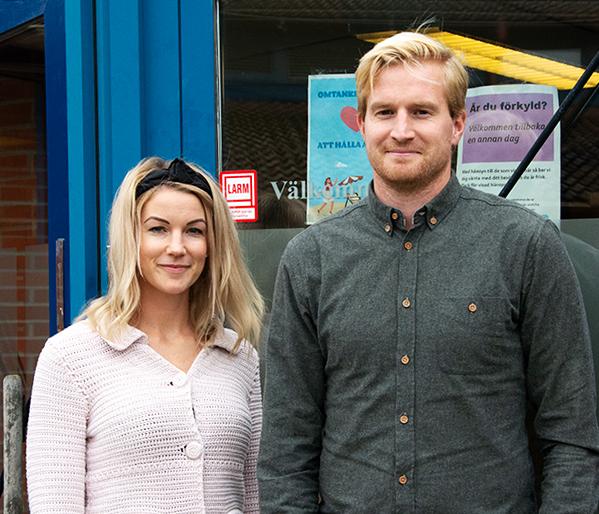 Emma Nilsson och Markus Wahlström ska prata med elever om våld i unga relationer.