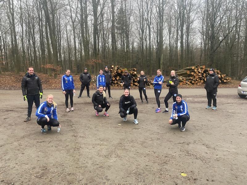Flera spelare från Dam division 1 i Skurups IBK är födda tidigare än 02 och kommer därför att fortsätta träna ute.