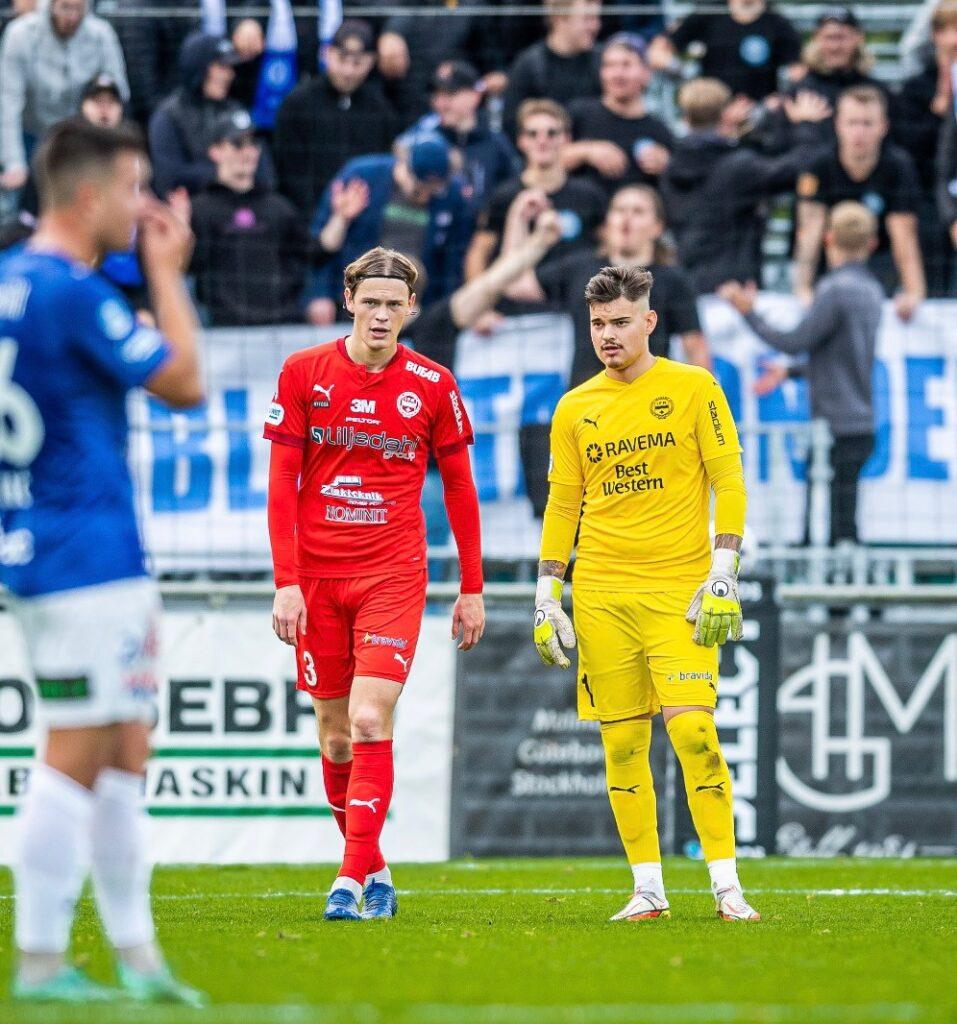 Hugo Andersson och målvakt Filip Eriksson, IFK Värnamo. Foto: Privat.