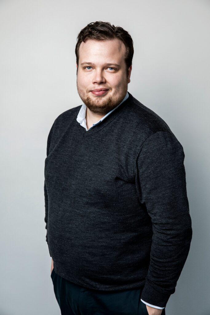 """Martin Hellander är född i Skurup men har bott i Malmö sedan många år. """"Det finns några pärlor i Skurupstrakten, jag älskar Abbekås och Svanehalms slott så det blir några sommarvisiter per år"""", säger han."""