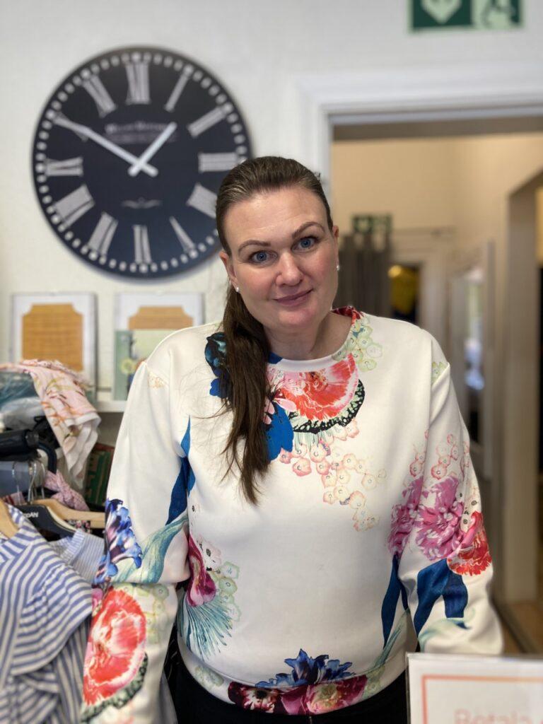Linda Magnusson vars dotter nyligen har blivit knivhotad på perrongen ser positivt på kameraövervakningen.