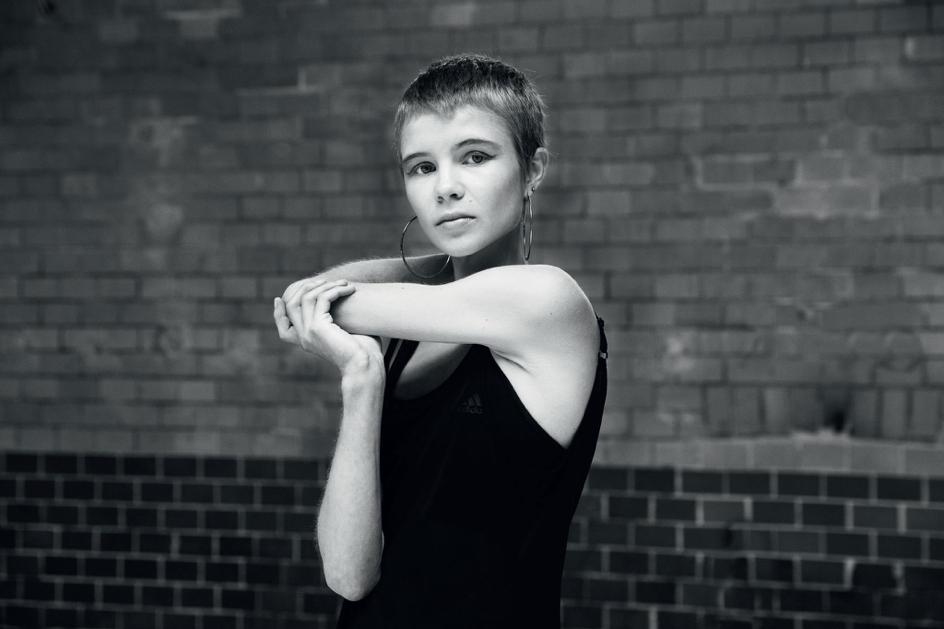 """""""För mig är skrivandet ett sätt att försöka förstå och fly världen samtidigt"""", säger den före detta Skurupseleven Ellen Nordmark. Foto: Lena Koller/Modernista"""