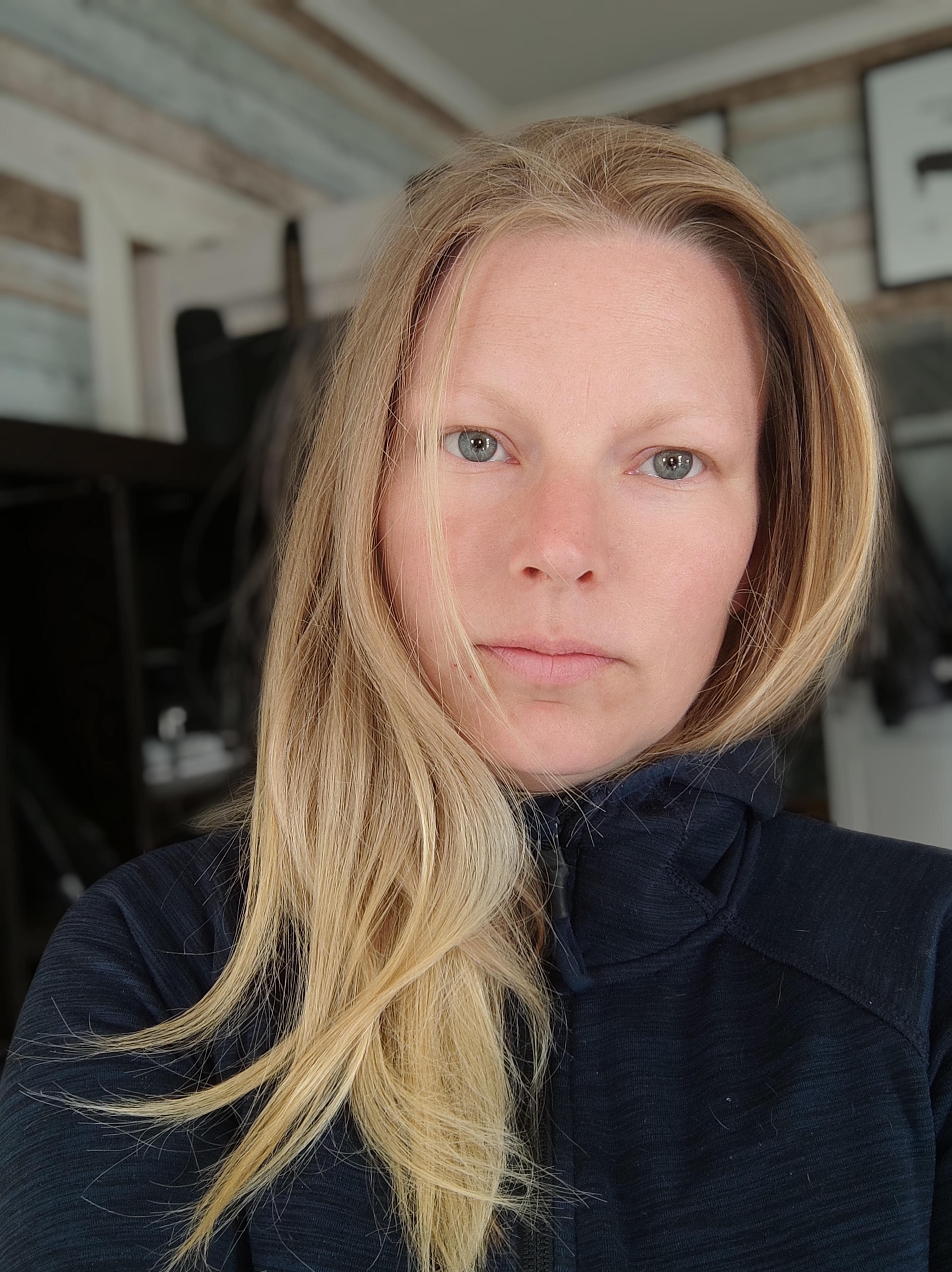 Mamman Elisabeth Karlsson berättar att 15-åringen precis fått sin A-traktor för att kunna köra till skolan och stallet.